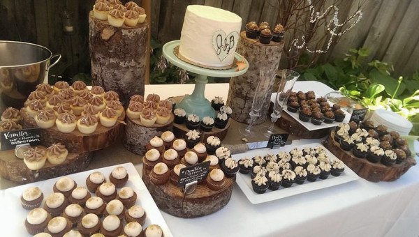 weddings-mini-cupcake-dessert-bar